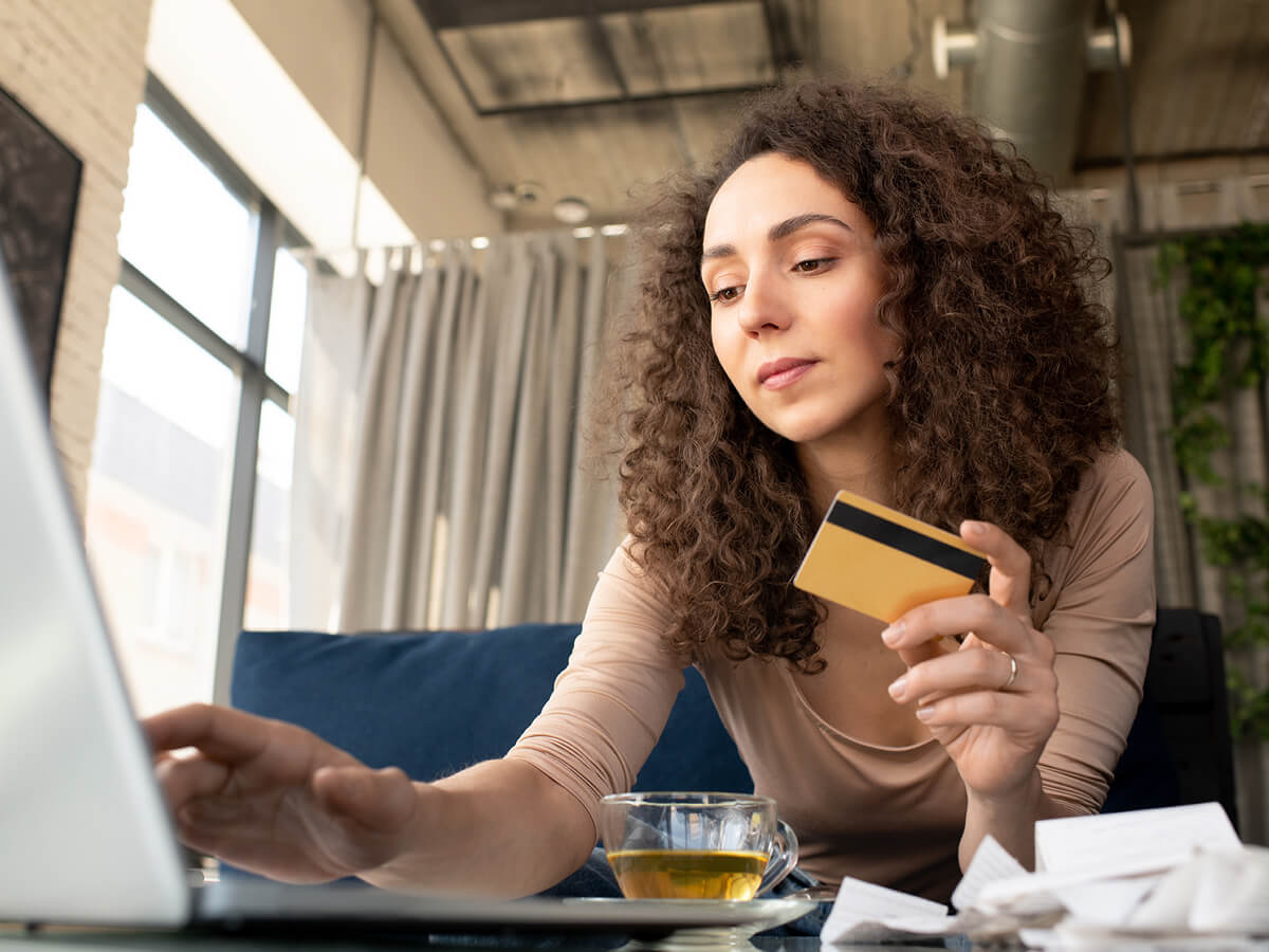 Learn how to select the best no annual fee credit cards for people with bad credit
